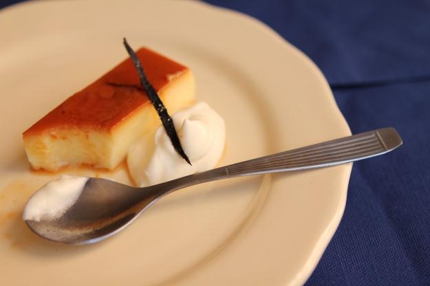 Flan de huevos y yemas momentos gastronomicos - Como se hace el flan de huevo al bano maria ...